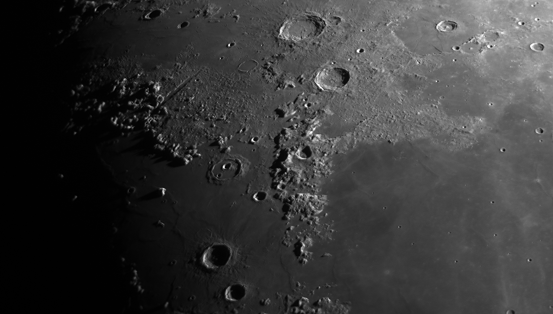 5d00537e16629_Moon_225129_100619_ZWOASI290MM_Rouge_23A_AS_P30_lapl4_ap822ass.jpg.fb5c3adaed4660a7411ab297559269ce.jpg