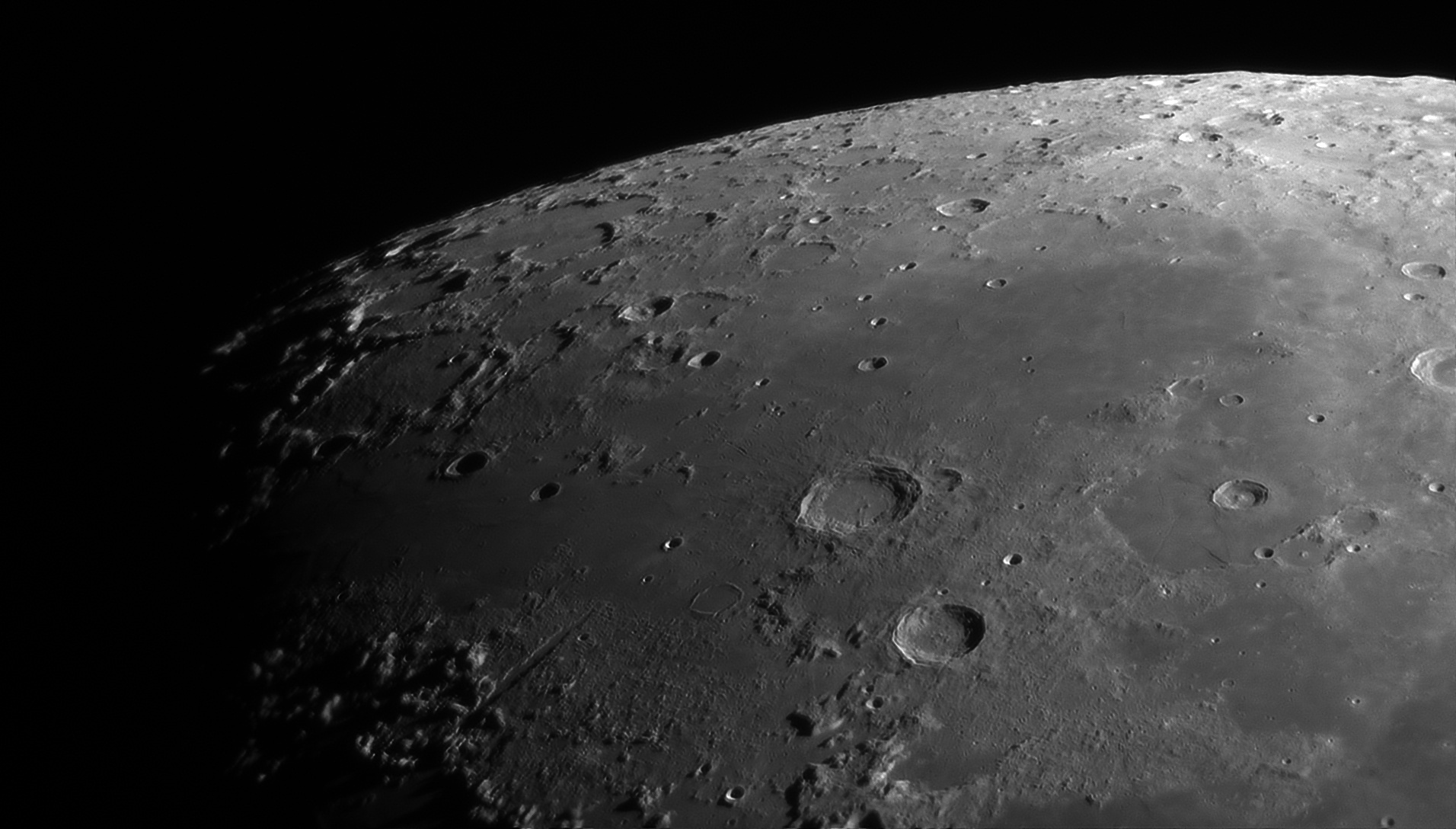 5d0185a422e64_Moon_224957_100619_ZWOASI290MM_Rouge_23A_AS_P25_lapl4_ap701ast.jpg.d48dba5b3875e960676ca397ae589955.jpg