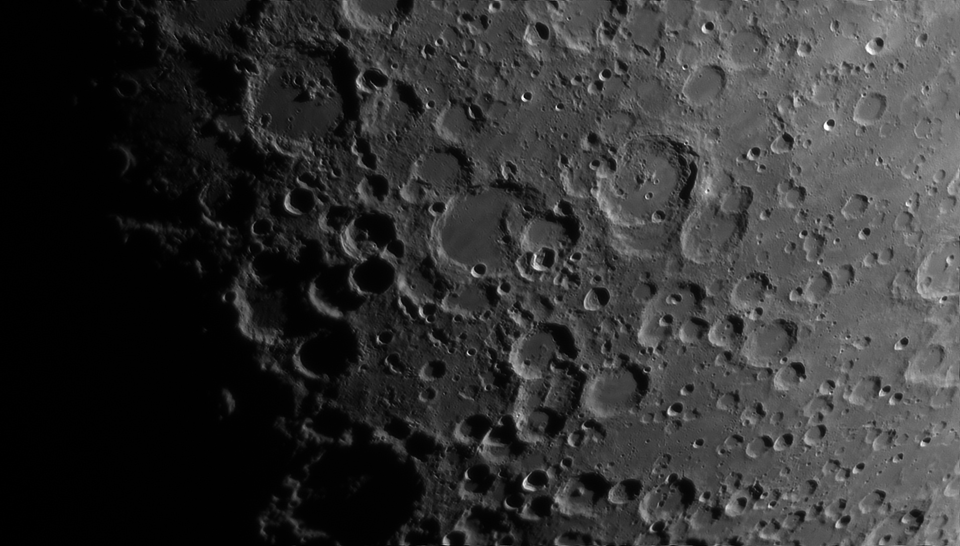 5d0185ccc3e9b_Moon_230305_100619_ZWOASI290MM_Rouge_23A_AS_P35_lapl4_ap731ast.jpg.20859cb91ccdcf0b512a5f09b2fb51cd.jpg