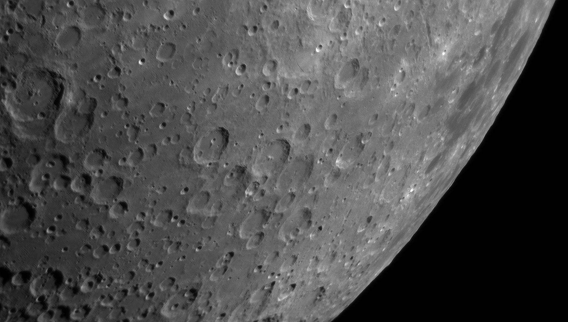 5d0185cfb688f_Moon_230330_100619_ZWOASI290MM_Rouge_23A_AS_P35_lapl4_ap906ast.jpg.393eb93449f4360668705203797c8973.jpg
