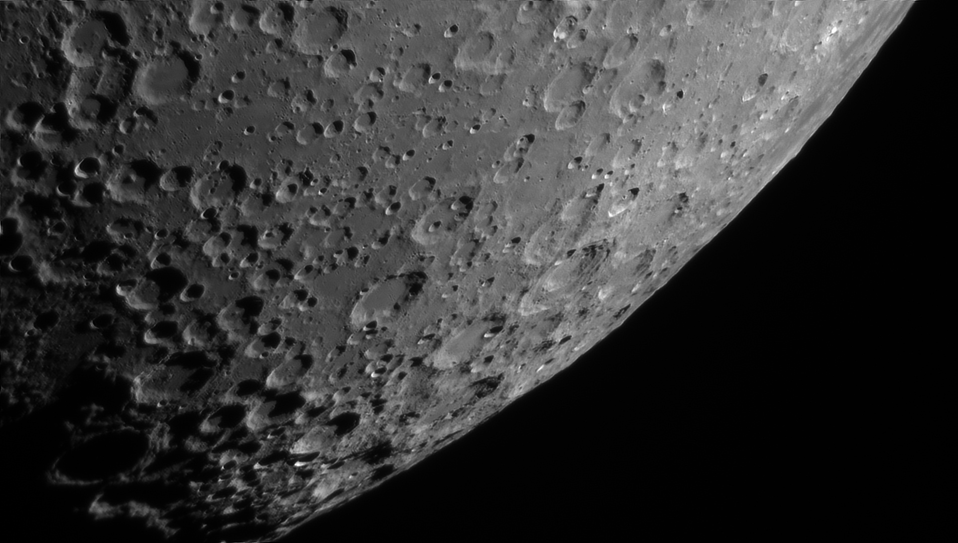 5d0185d4abc03_Moon_230423_100619_ZWOASI290MM_Rouge_23A_AS_P35_lapl4_ap679ast.jpg.698934be7d831ace28e3d4bf47889f09.jpg