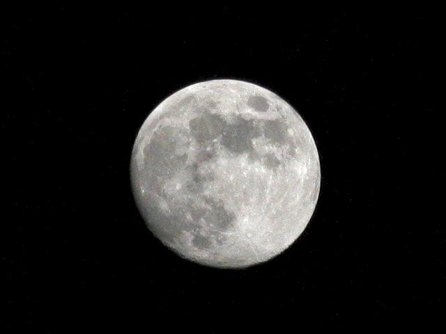 lune.jpg.d5f1d409c1105feb667b728d8a81d5f8.jpg