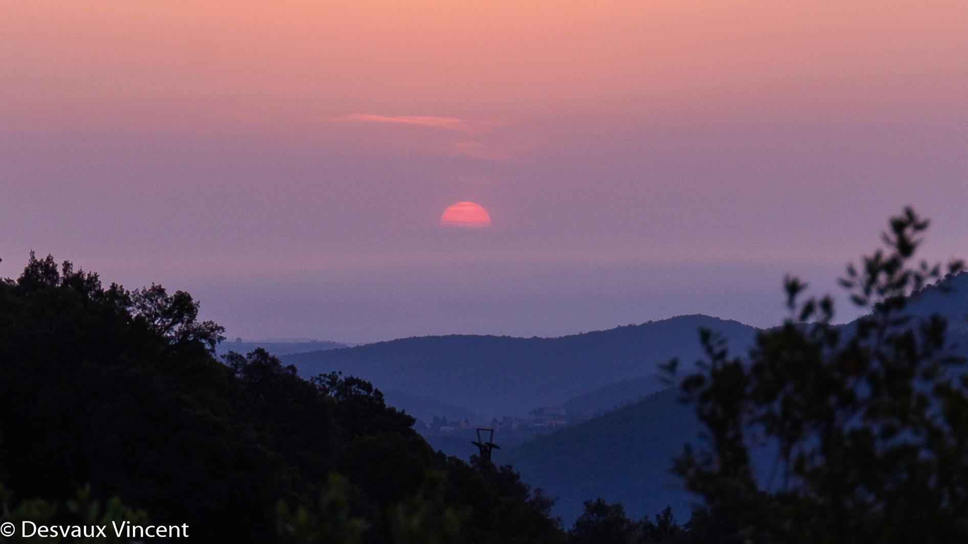 lever de soleil sur la vallée au dessus du poteau de telepherique depuis pin parasol-5907.jpg