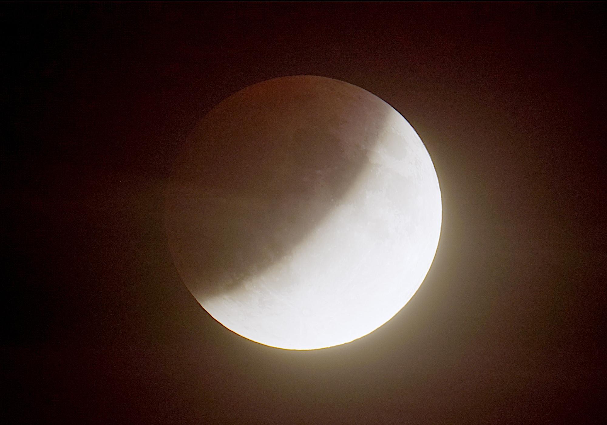 eclipselune-160719-21h00m46-t407f4bhdrlog.jpg.31e66b052e6b3ba72c43d845bfa0576e.jpg