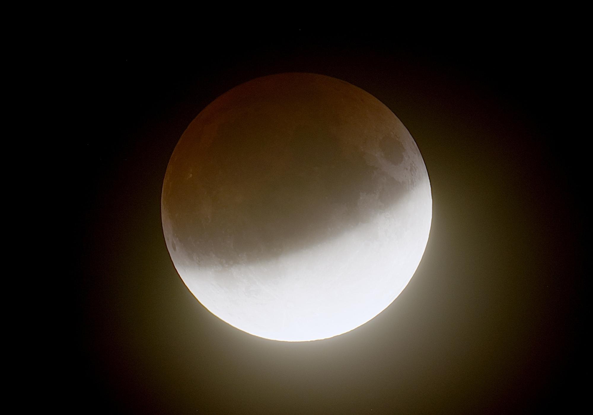 eclipselune-160719-21h29m07s-t407f4bhdrlogc.jpg.b0b96a1d7732a53615d965590f00931b.jpg