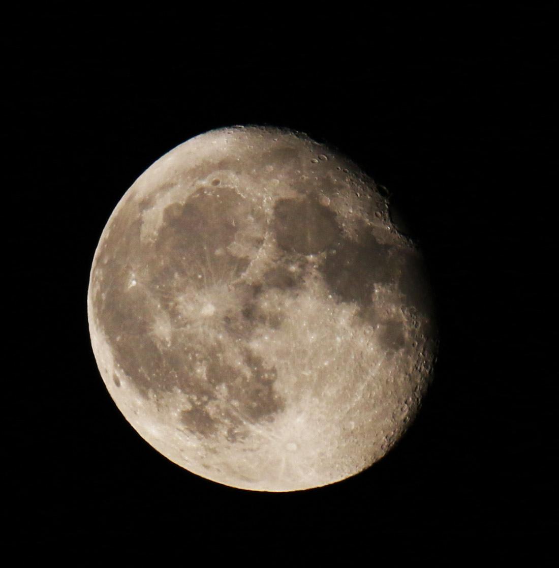 la lune le 19/07/2019 (39663) vers minuit ;)