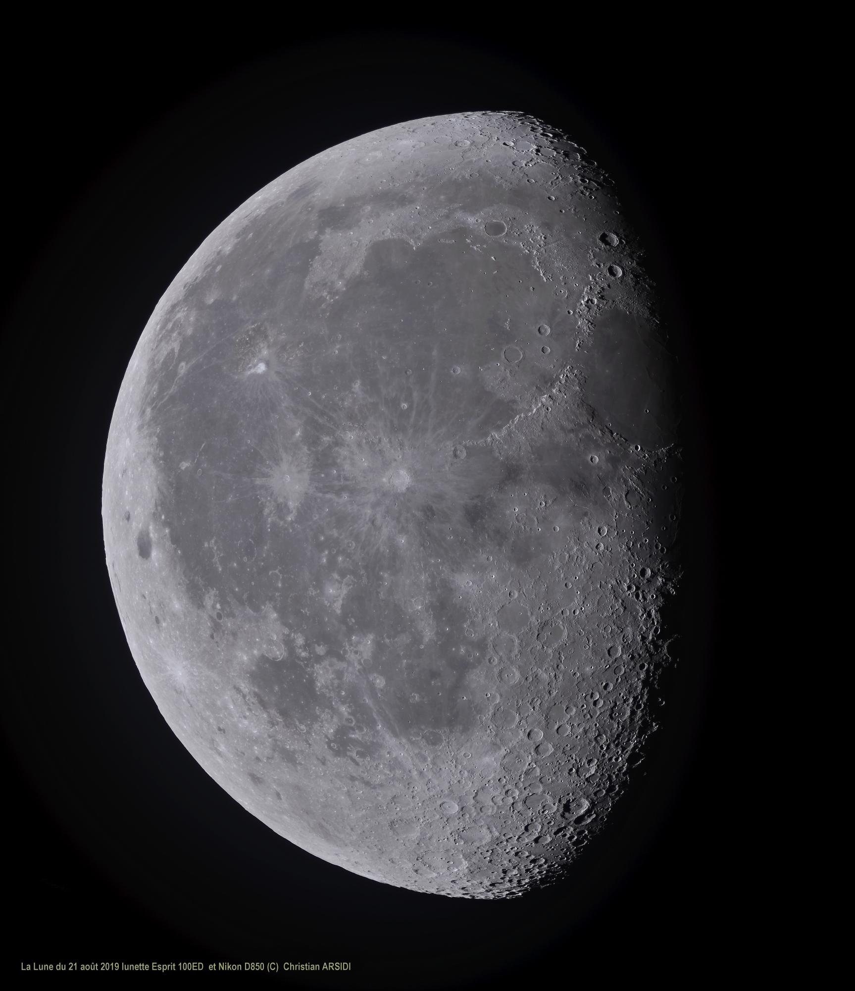 La_lune_35_images_MF_100%_recadrée_TTB_JPEG.jpg