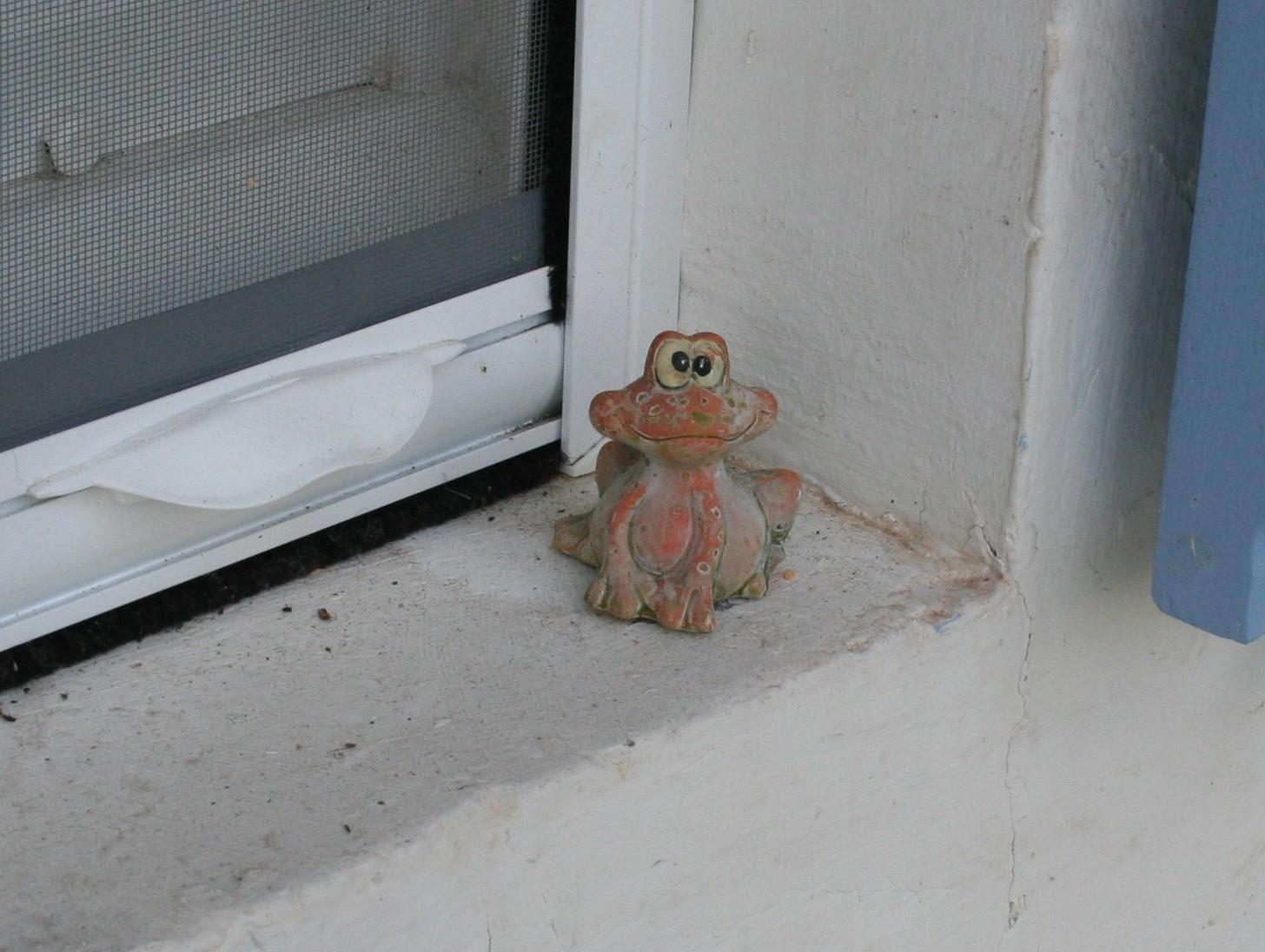 grenouille.jpg.e34248b91dff707f7ba749445836f24f.jpg