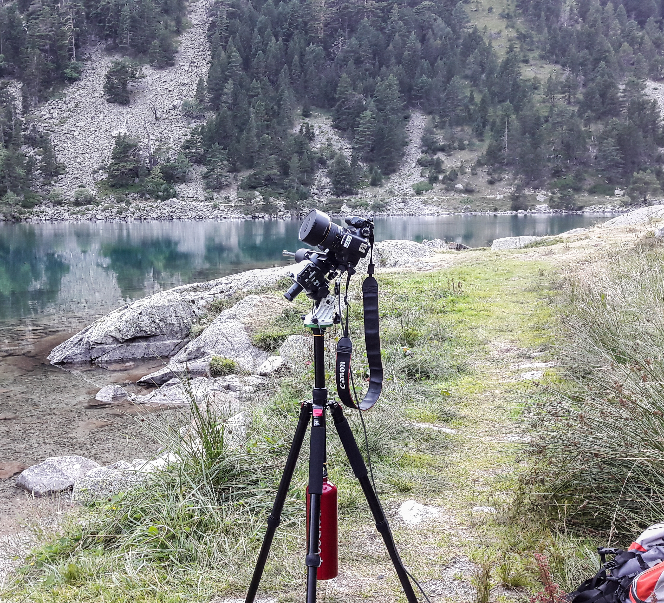 Matériel utilisé pour la capture de la Voie Lactée au lac de Gaube (Pyrénées, France)