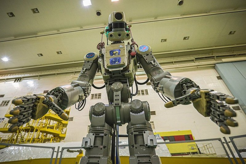skybot-F-850-humanoid-robot-fedor-russia-space-designboom-001.jpg.2b0a3508f007dbdf2e476e8eb1992fb9.jpg