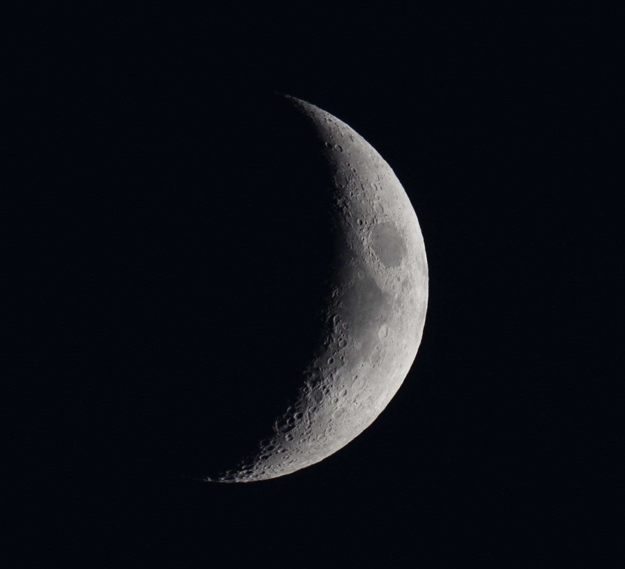 Lune recadrée 4e jour.JPG