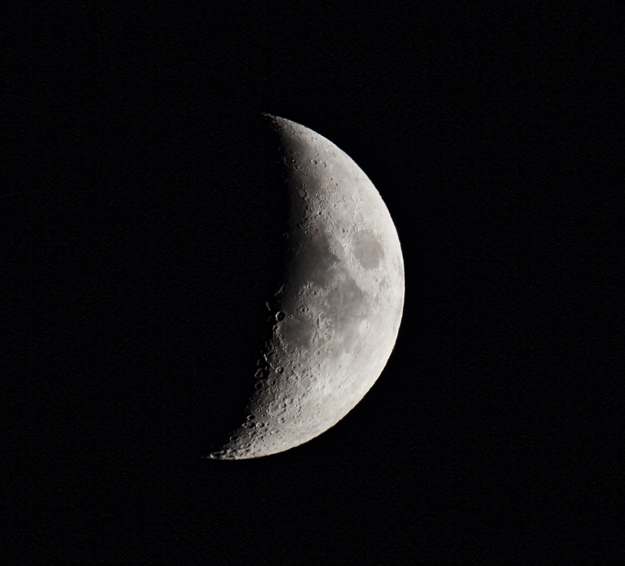 Lune recadrée 5e jour.JPG