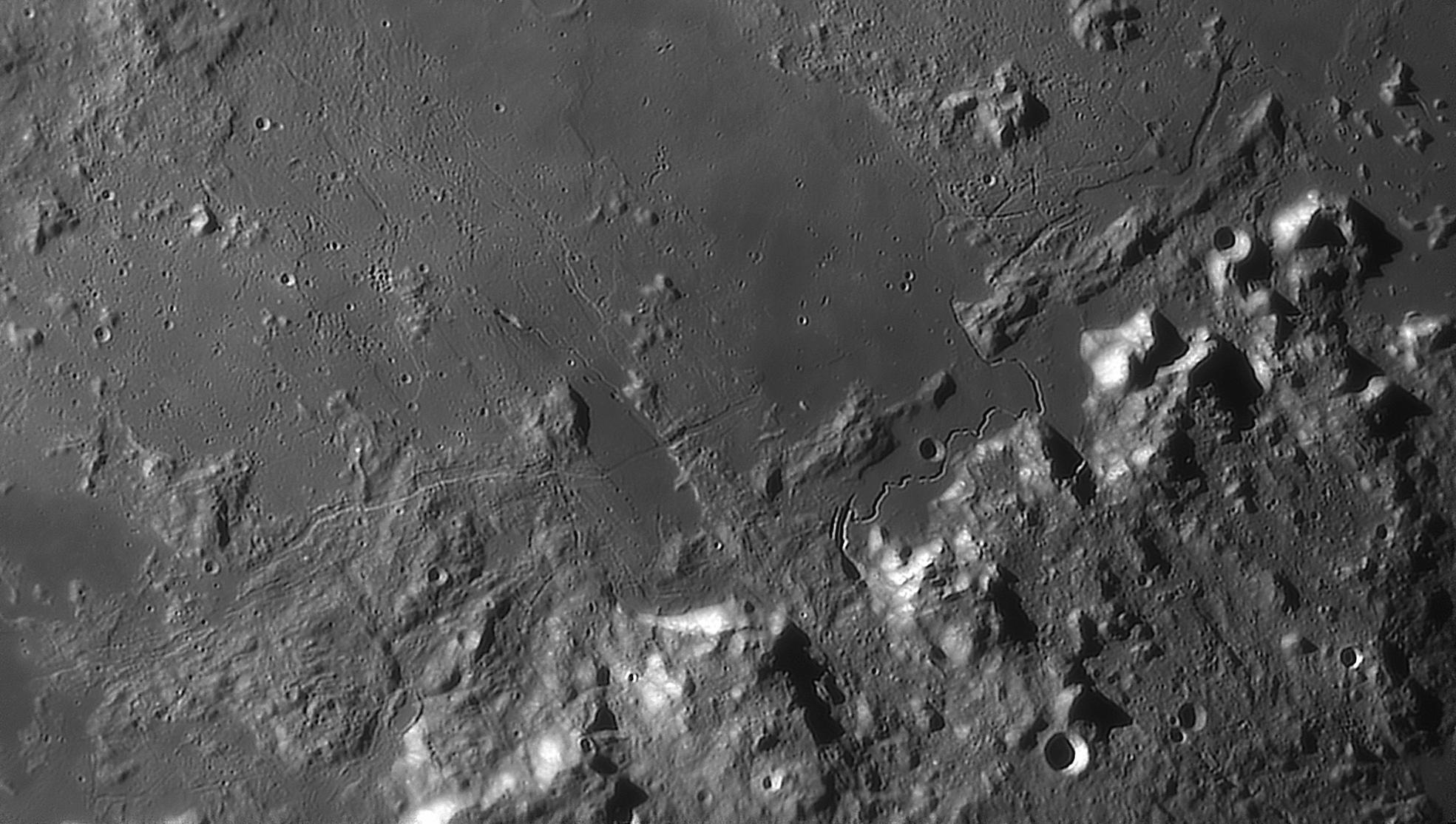 large.moon_20_09_2019_03_52_HADLE.jpg.3a