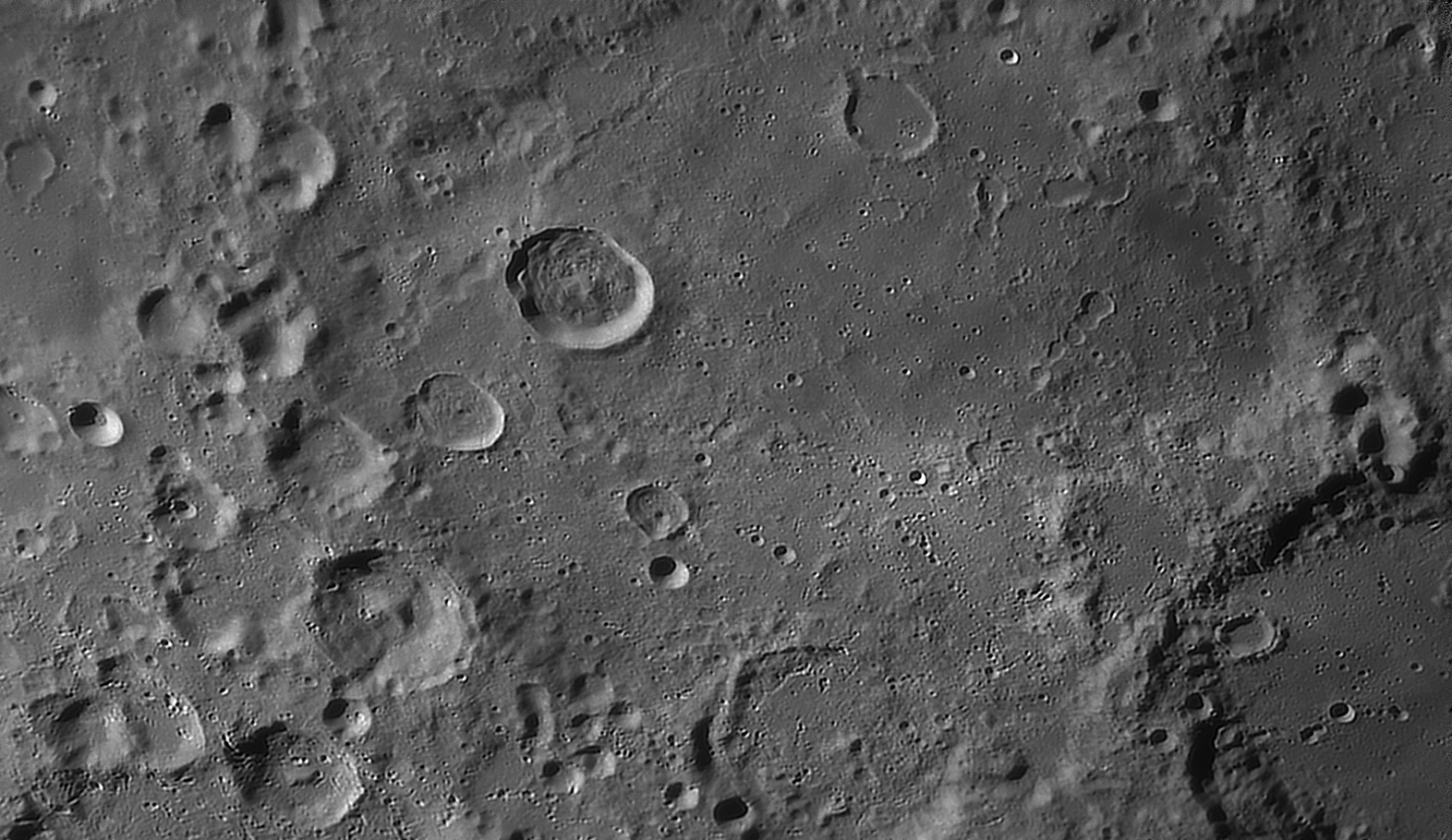 large.moon_20_09_2019_04_09_DESLA.jpg.56