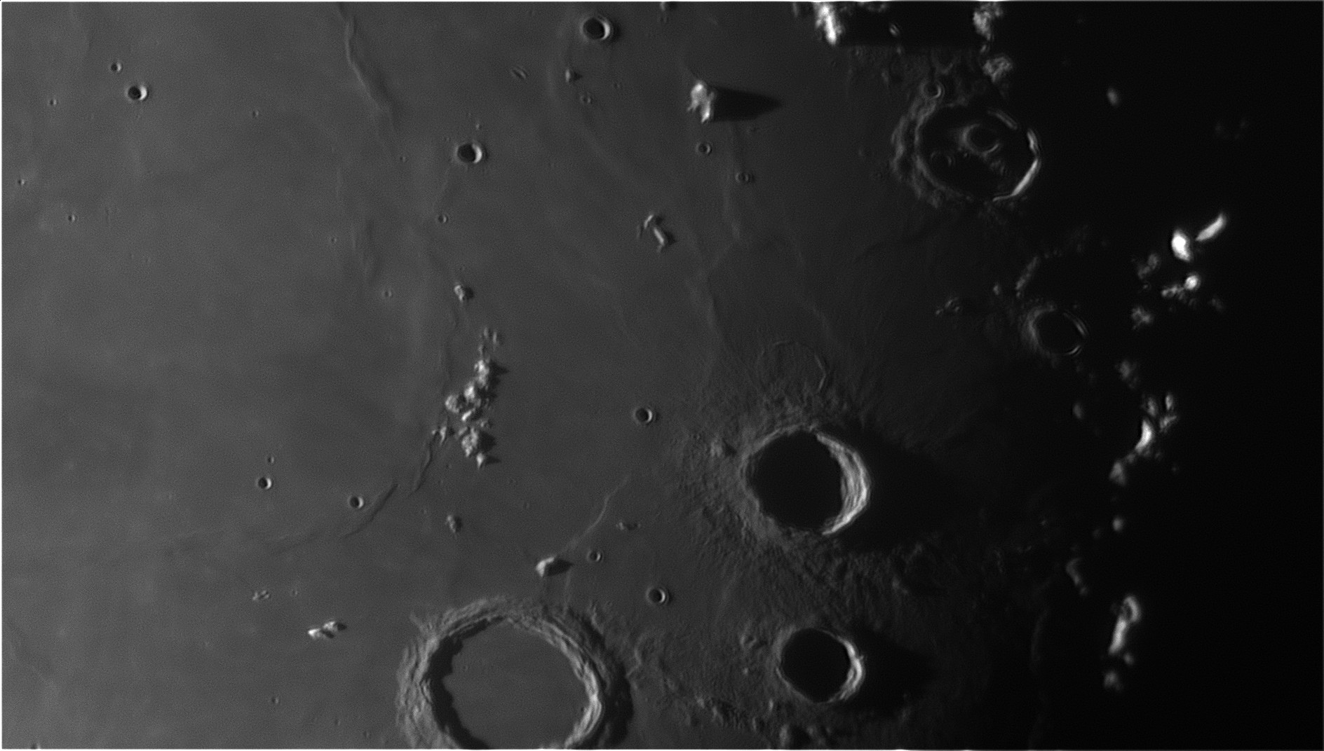 5d96466feb4fa_Moon_063221_210919_ZWOASI290MM_Rouge_23A_AS_P40_lapl6_ap681.jpg.8aac50bfe50f94d4f58a69409e62bb04.jpg