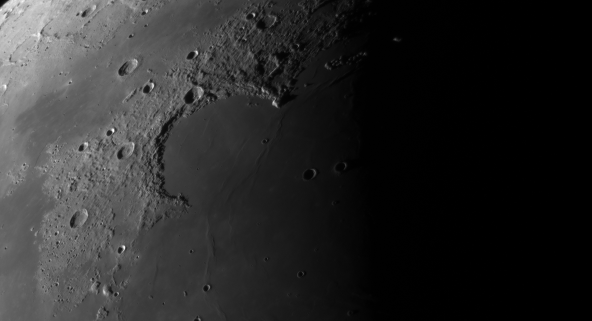 5d97a62bd8286_Moon_055632_230919_ZWOASI290MM_Rouge_23A_AS_P40_lapl4_ap260.jpg.ddd3f9c7e089638b649625fbc0123fb9.jpg