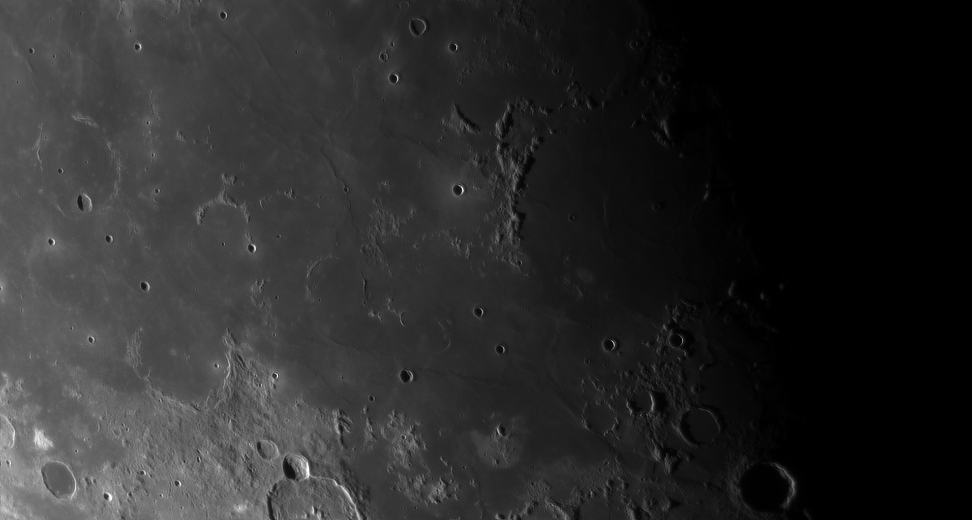 5d97a6697c2bf_Moon_055744_230919_ZWOASI290MM_Rouge_23A_AS_P40_lapl4_ap332.jpg.2d8503818c7027159ab09d6942893203.jpg