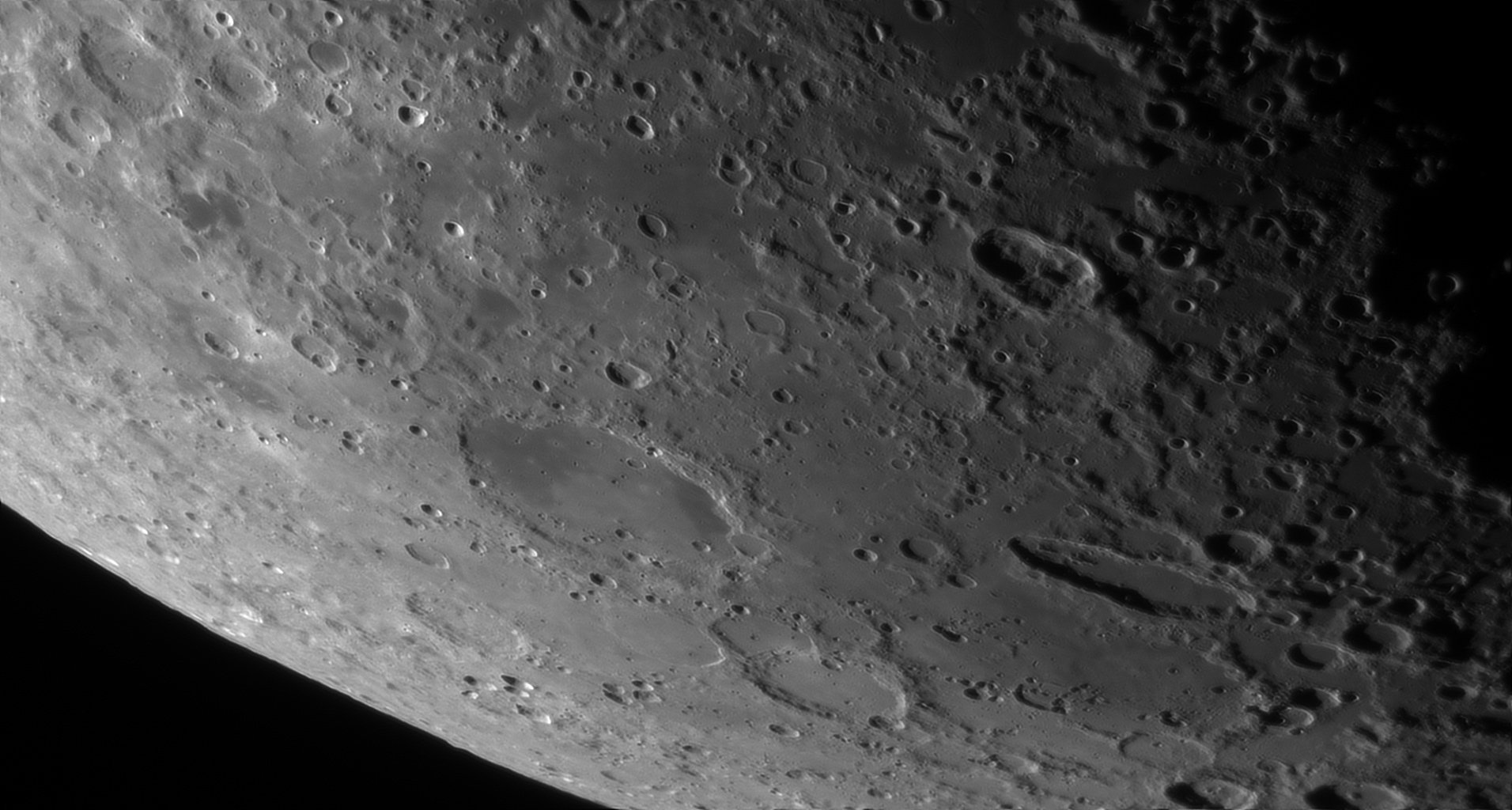 5d97a698e56f4_Moon_055838_230919_ZWOASI290MM_Rouge_23A_AS_P40_lapl4_ap428.jpg.1e051bb06d8c58710368f0785f301fcc.jpg