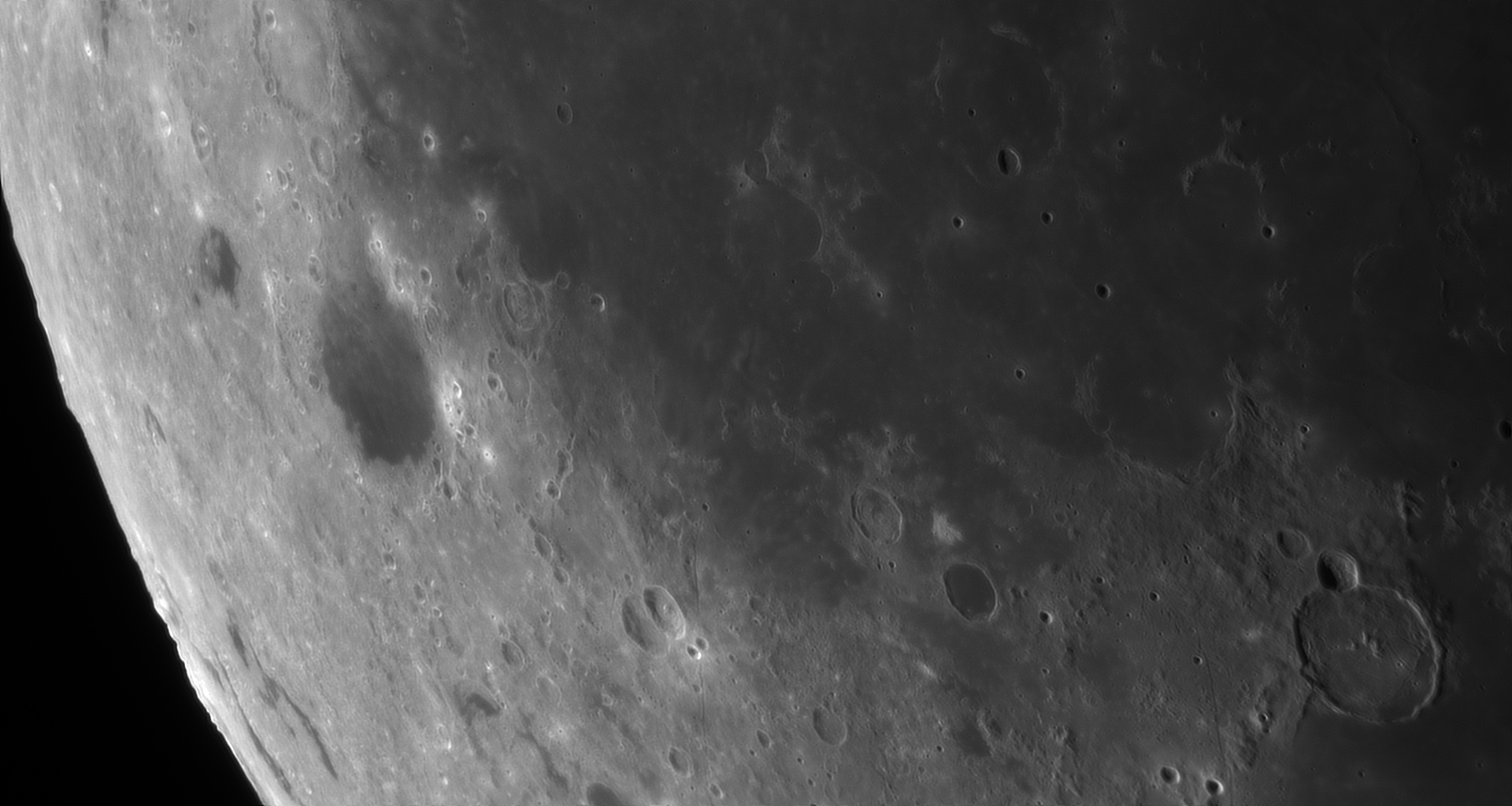5d97a75ceb175_Moon_060107_230919_ZWOASI290MM_Rouge_23A_AS_P40_lapl4_ap456.jpg.886bac6cfcdc4bd2f30f3f338a53554a.jpg
