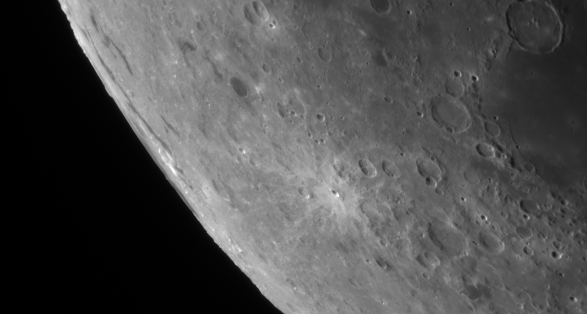 5d97a7754328e_Moon_060045_230919_ZWOASI290MM_Rouge_23A_AS_P40_lapl4_ap360.jpg.d209be37877a8c6ad4d3f8afcabc43be.jpg