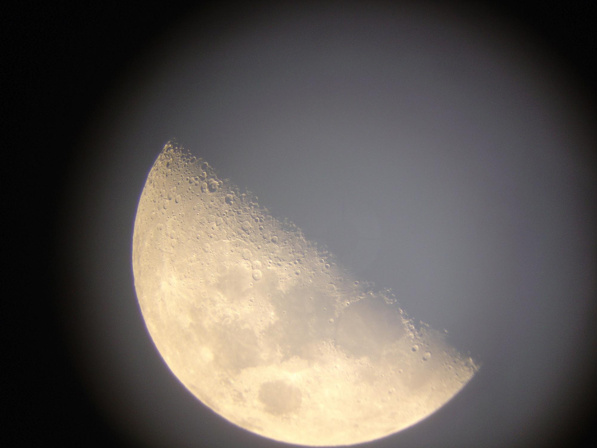 10 lune 150 newton nagler de 16 ou 9 a voir de plus pret .jpg