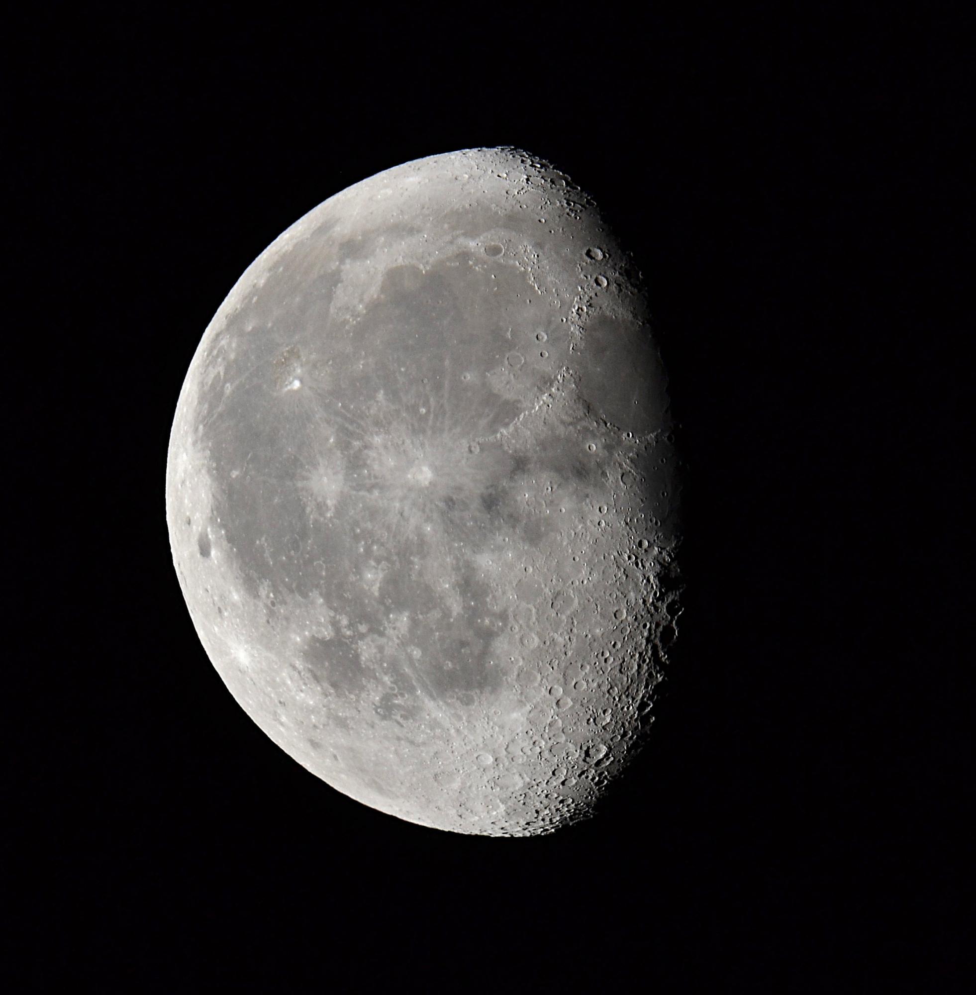 Lune-recadree.JPG