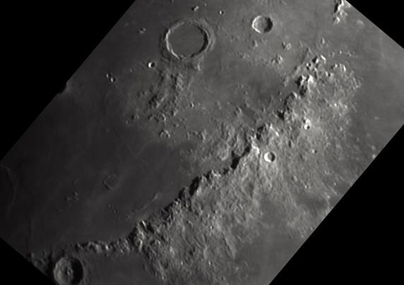 Moon_MontsApennins_oriented.jpg.ae3d573ab23cc20256dc99521b1ab226.jpg