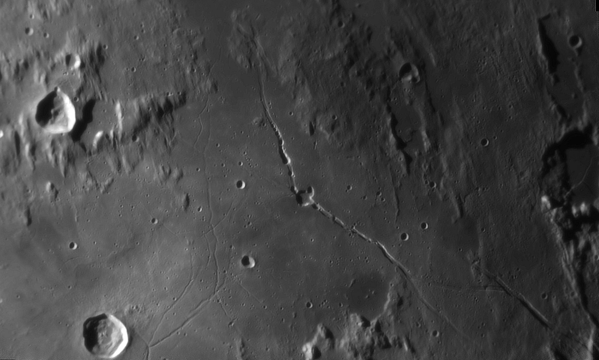 large.Moon_20_09_2019_03_46_06_R_610_l6_ap345.png.5394e99d0834ac0fc3122ef18dd8ca34.thumb.jpg.d01da3eb0091b45b0d7242eb1b153b39.jpg