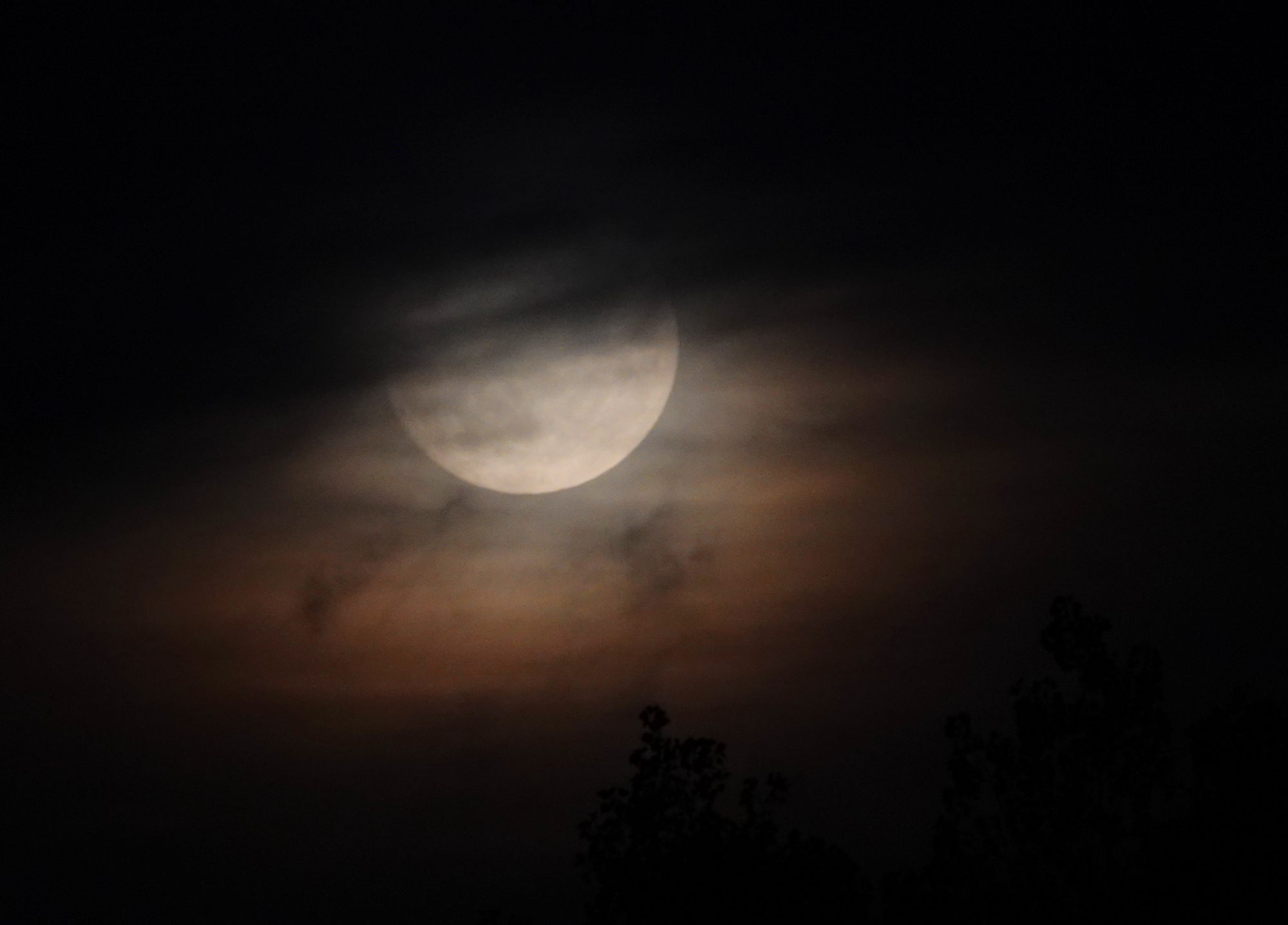 lune3.thumb.JPG.eddbe03f19d1e821fae1187b1fb05f22.JPG