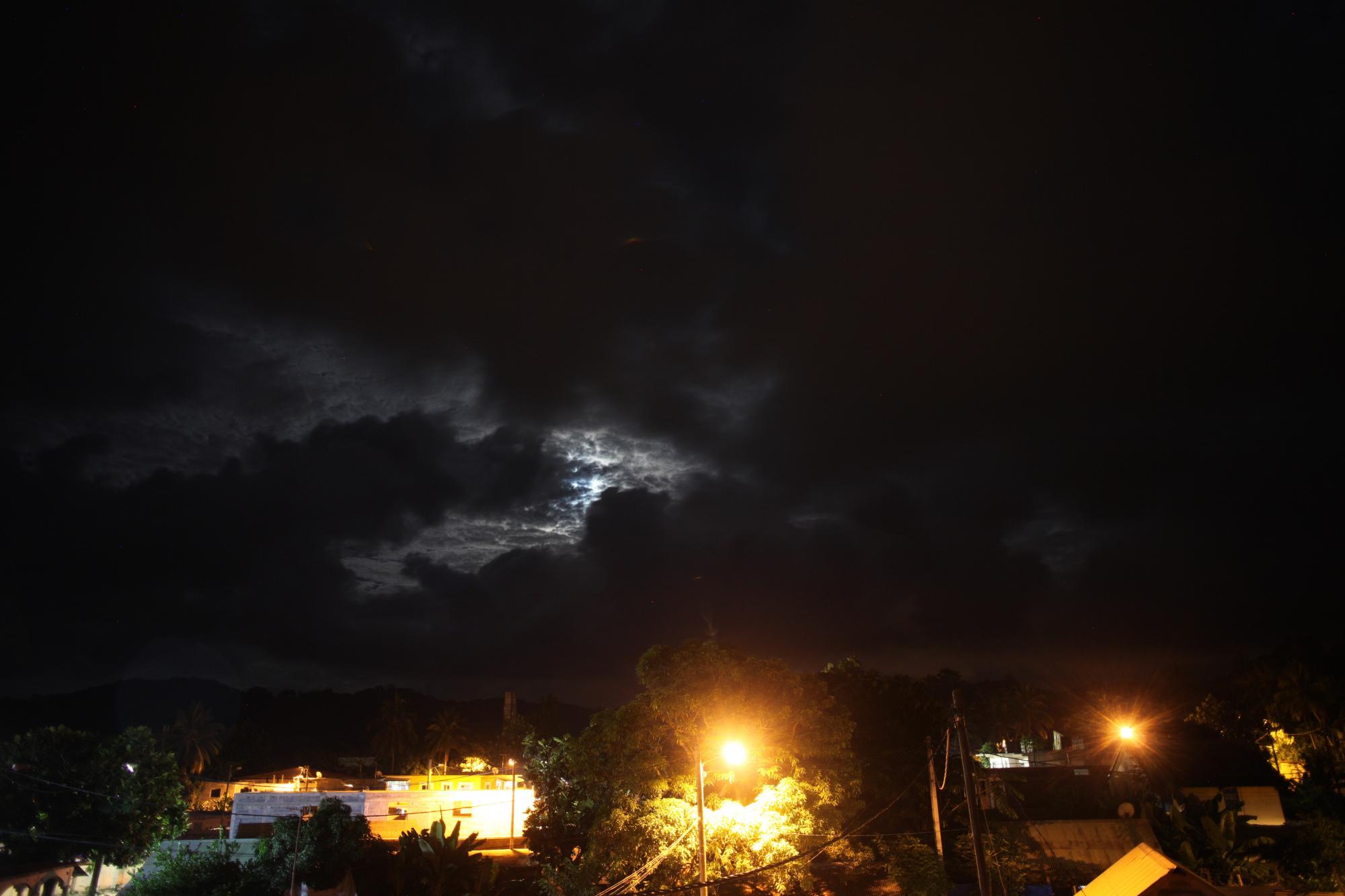 lune nuages.jpg
