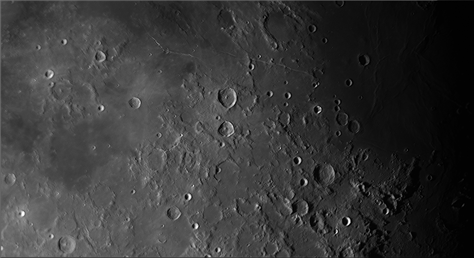 5dd1bdca75726_Moon_074136_171119_ZWOASI290MM_IR_650nm_AS_P30_lapl4_ap953.jpg.720520428f3f79188f279e190f2d18ae.jpg