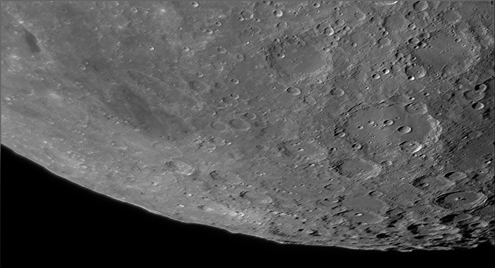 5dd1be74f0208_Moon_074415_171119_ZWOASI290MM_IR_650nm_AS_P30_lapl4_ap922.jpg.59ecade38500c3a52fad1e35709cb9d5.jpg