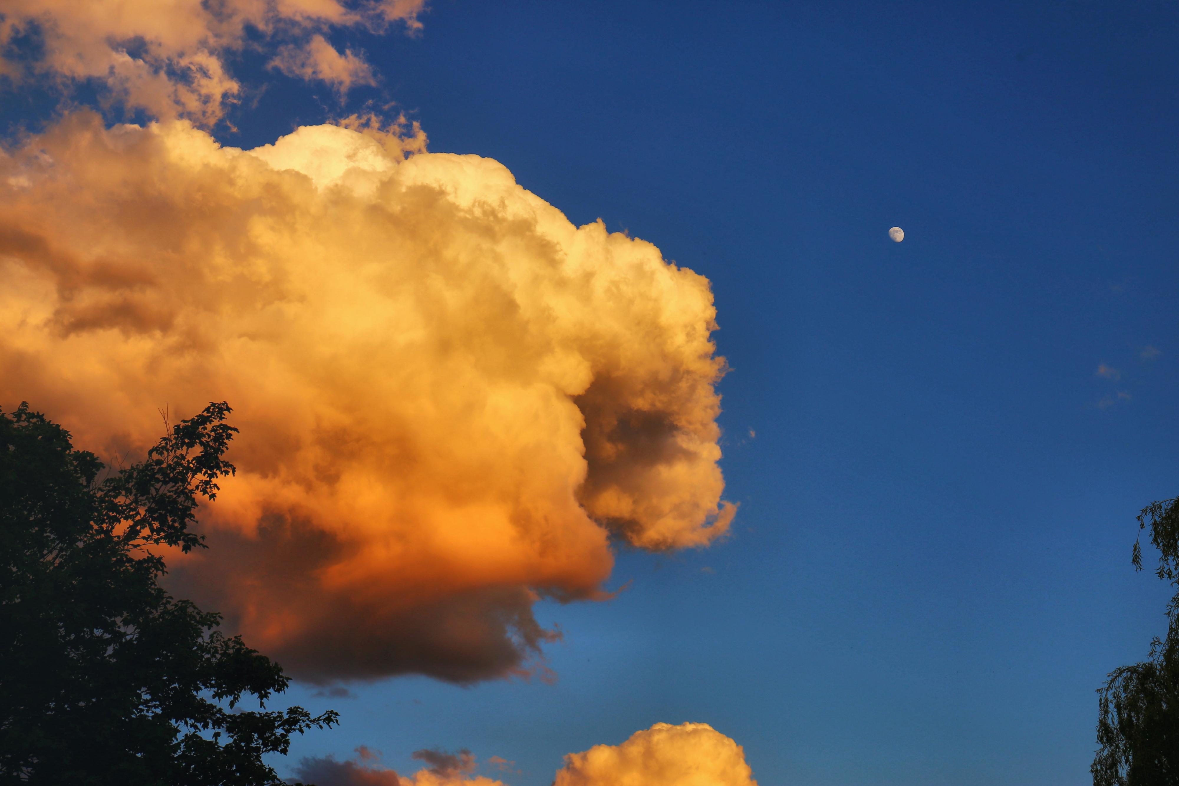 Le cumulus et la Lune