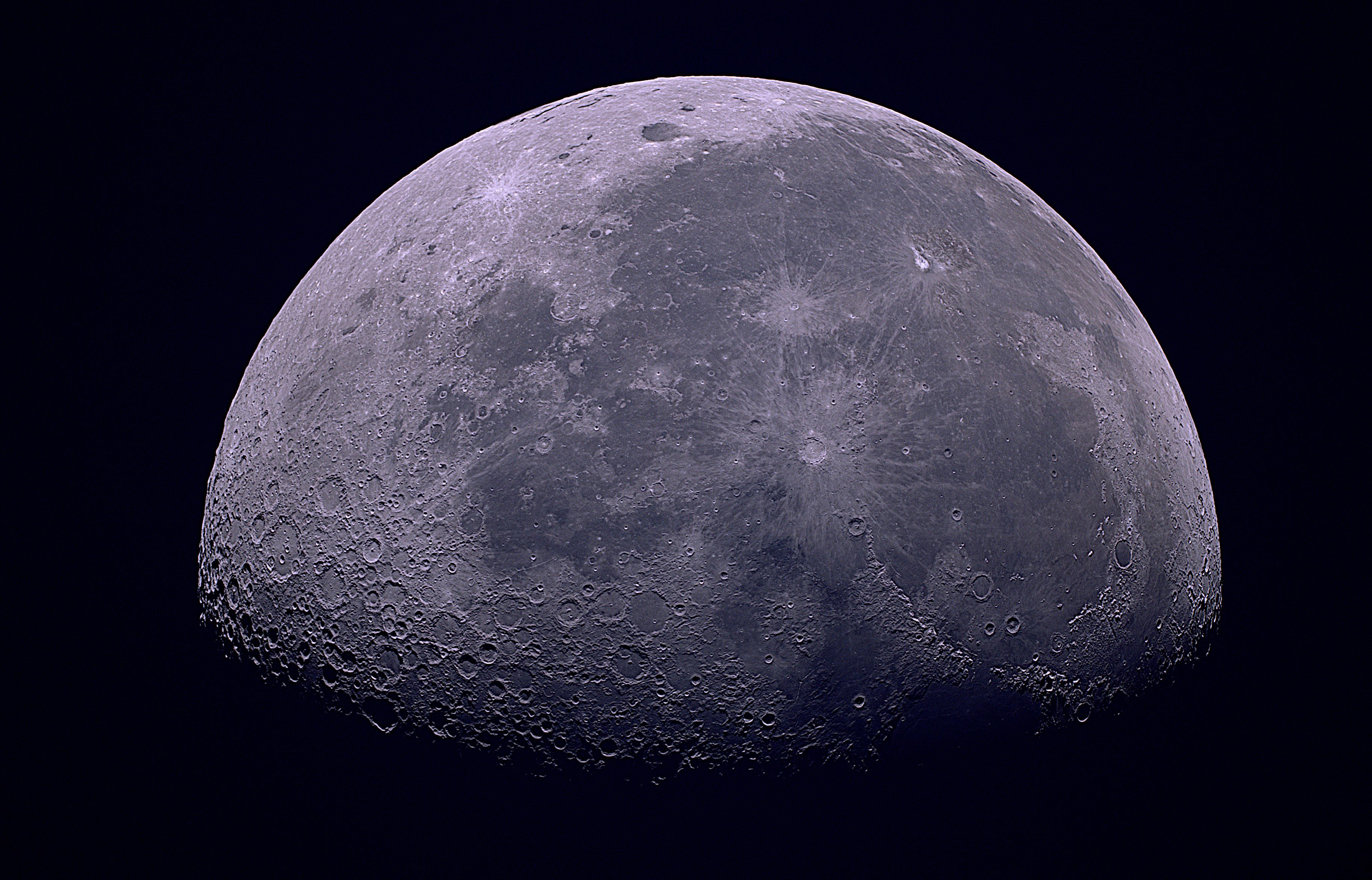 La Lune au lever du soleil, en couleur le 18 novembre 2019  07h36TU