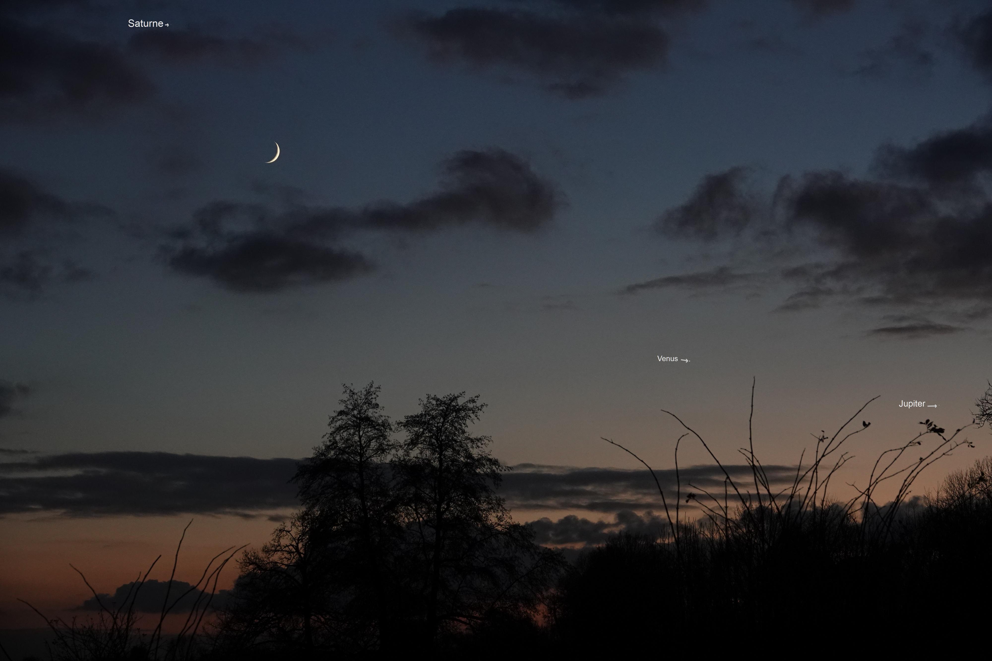 Saturne , lune , vénus , Jupiter le 29 novembre à 17h14 loc