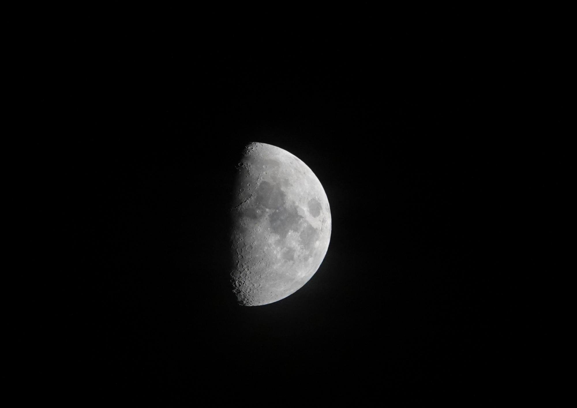 lune2.thumb.JPG.3db45890c17c052664a6ad5b9d6bb4c6.JPG