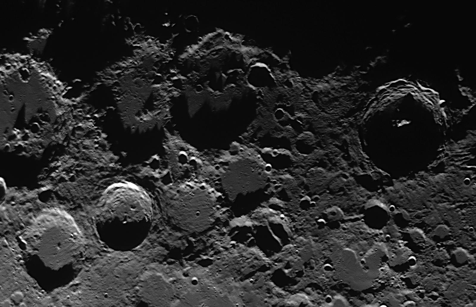 2019-12-04-2005_6-R-Moon.jpg.52f1c8e5a3b4e80d103bac78f17adb3e.jpg