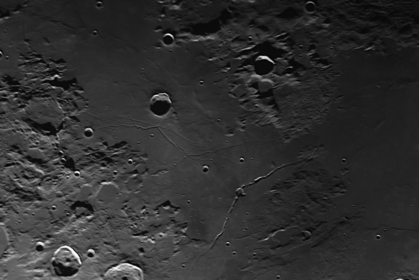 2019-12-04-2008_6-R-Moon.jpg.27a9eded1e0f37c355b46fde60c86122.jpg