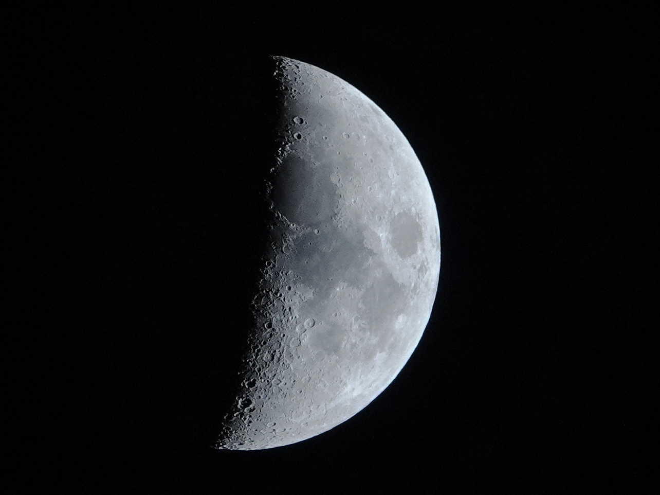 5de6bb126c592_lune3.JPG.ba78f25fa58a5f4f250a98e2b1f5a500.JPG