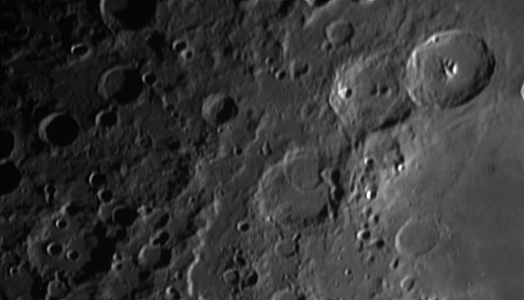 5de95a65df806_Moon_180228_031219_ZWOASI290MM_G_AS_P25_lapl6_ap442.jpg.380512858454221f0708e7476aed2128.jpg