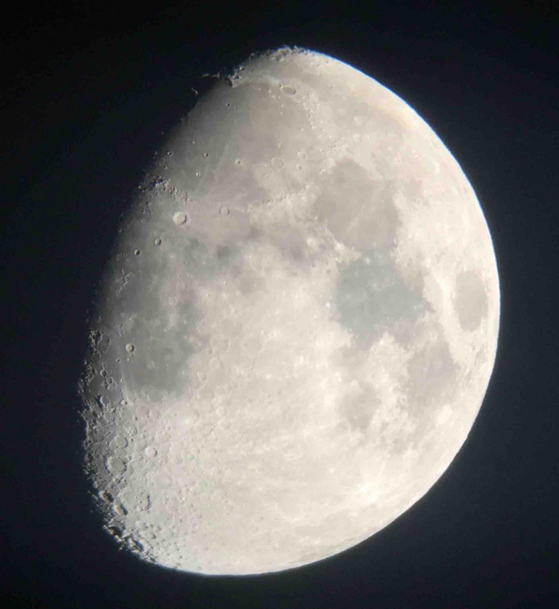 lune.thumb.jpg.1a21723c022a31a25137e1059864a4f8.jpg