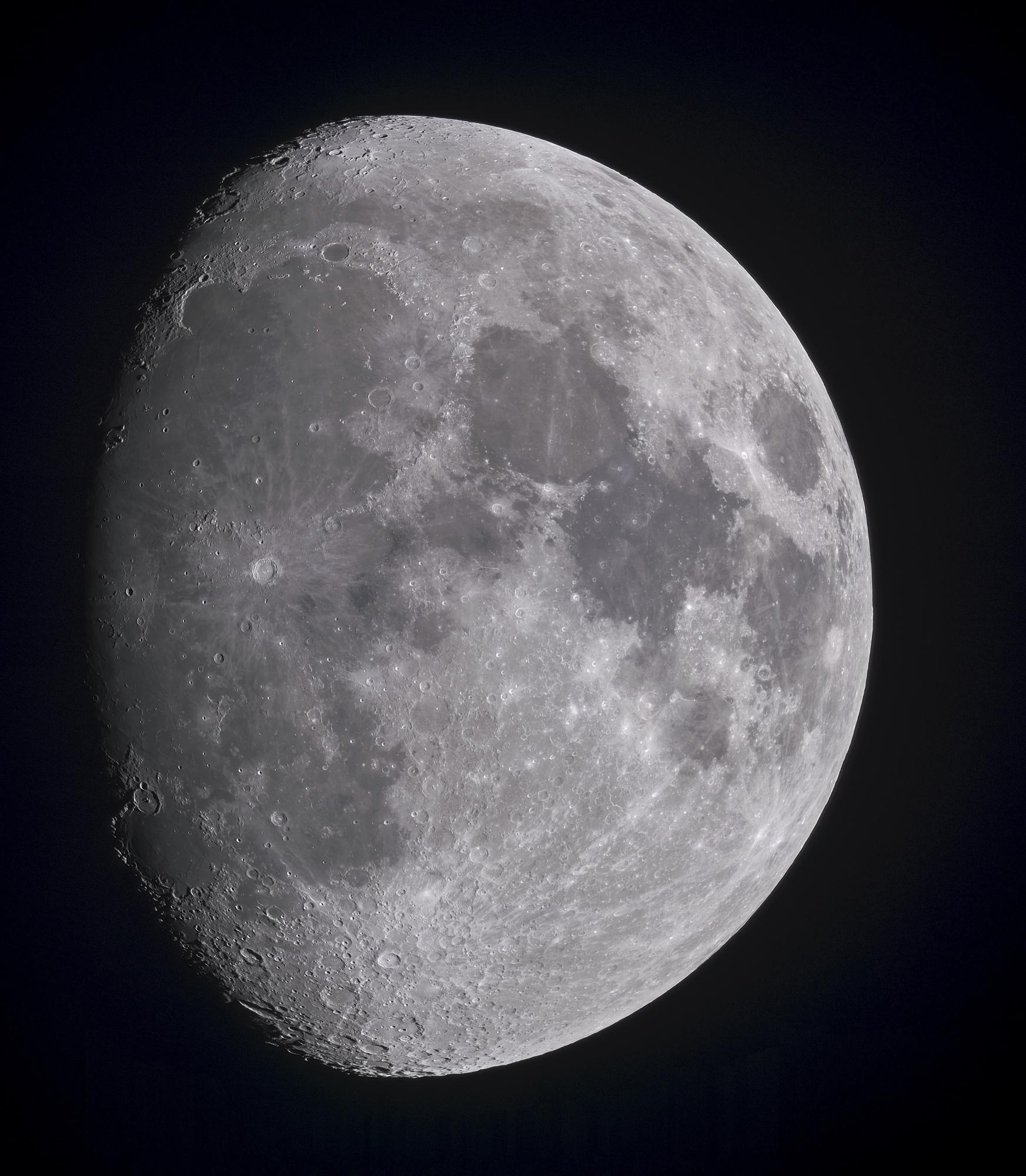 La_Lune_25_images_traitée_TTB_BV2_CA.jpg
