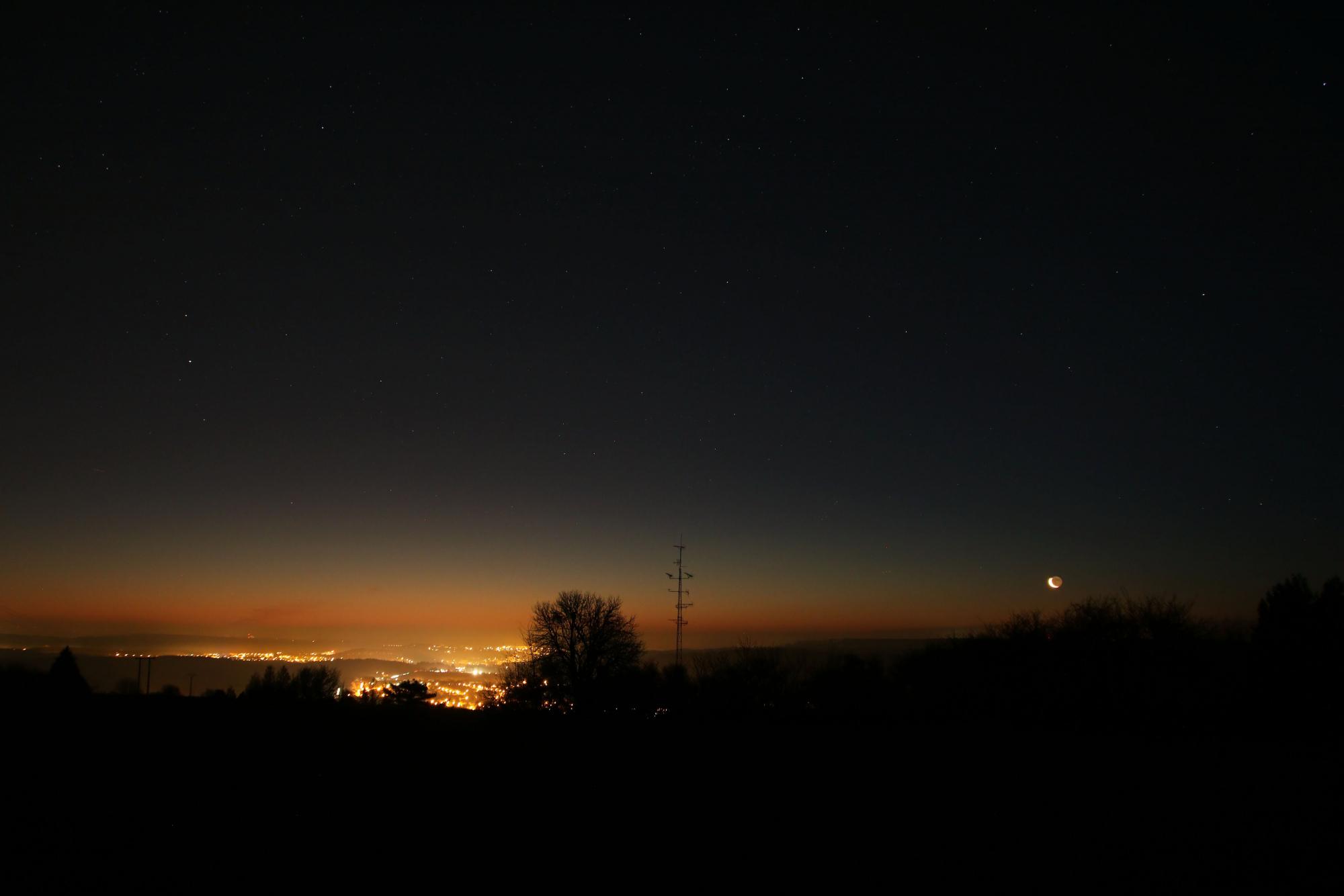 1 Lune cendrée 1136B1N1 send.jpg
