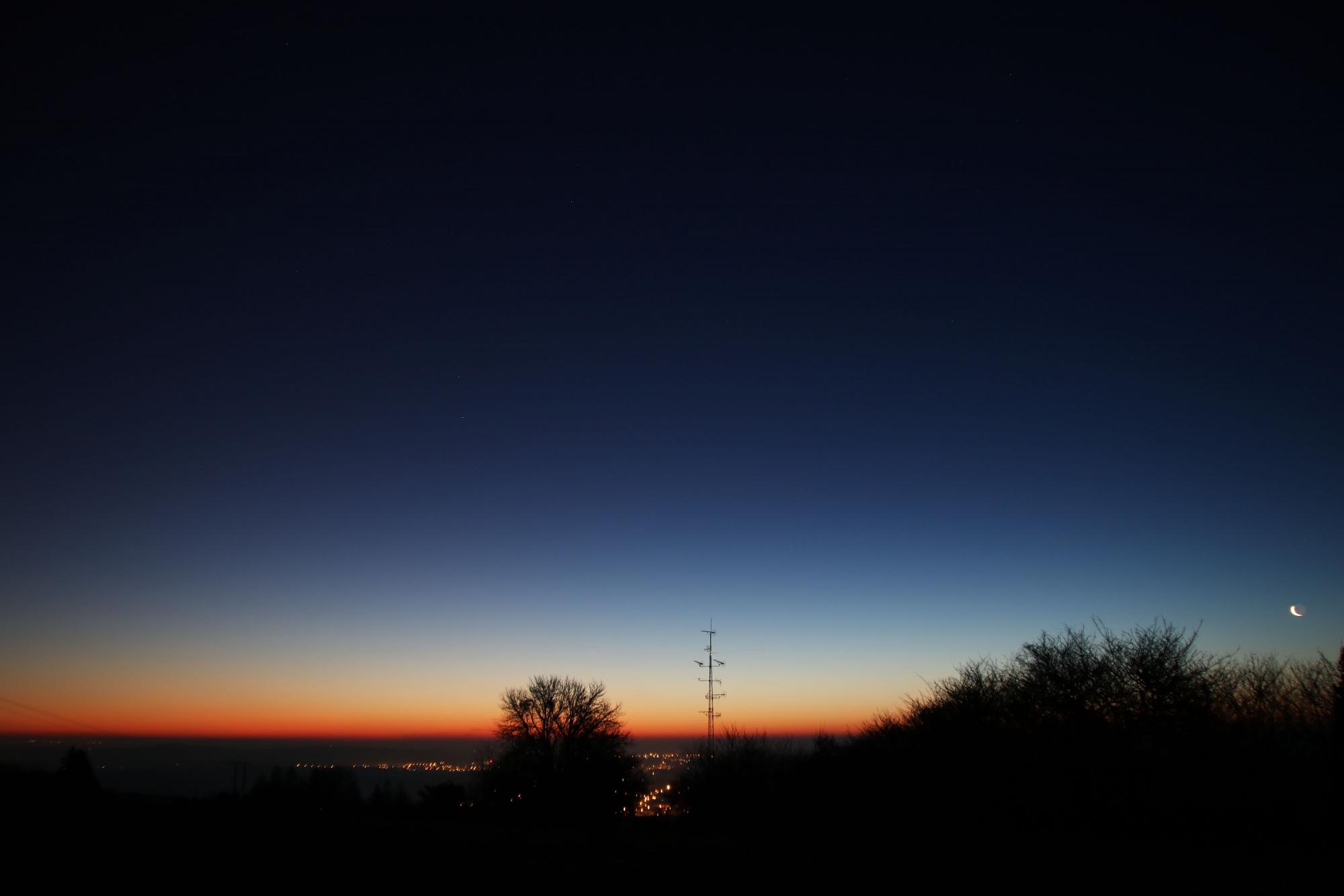 7 Lune cendrée 1187B1N1 send.jpg