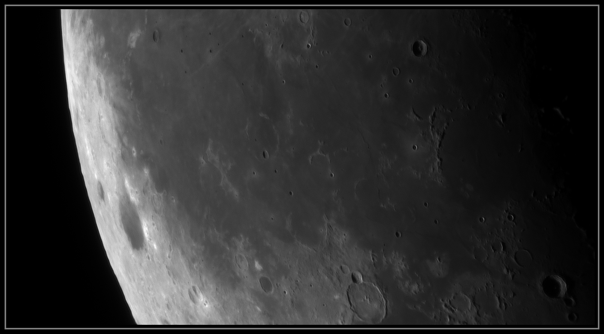 5e28a16fe9131_Moon_074722_190120_ZWOASI290MM_IR_742nm_AS_P25_lapl6_ap835.jpg.fbcbd62e8823c0c35d2a5bb0518612ee.jpg