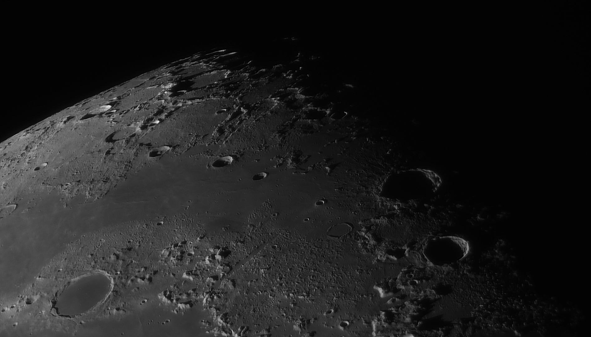 5e519492b9c9e_Moon_055253_160120_ZWOASI290MM_Rouge_23A_AS_P35_lapl6_ap567_AI_Deconvolution_2--.jpg.01925e547d8b6696a3cd420483747a0d.jpg