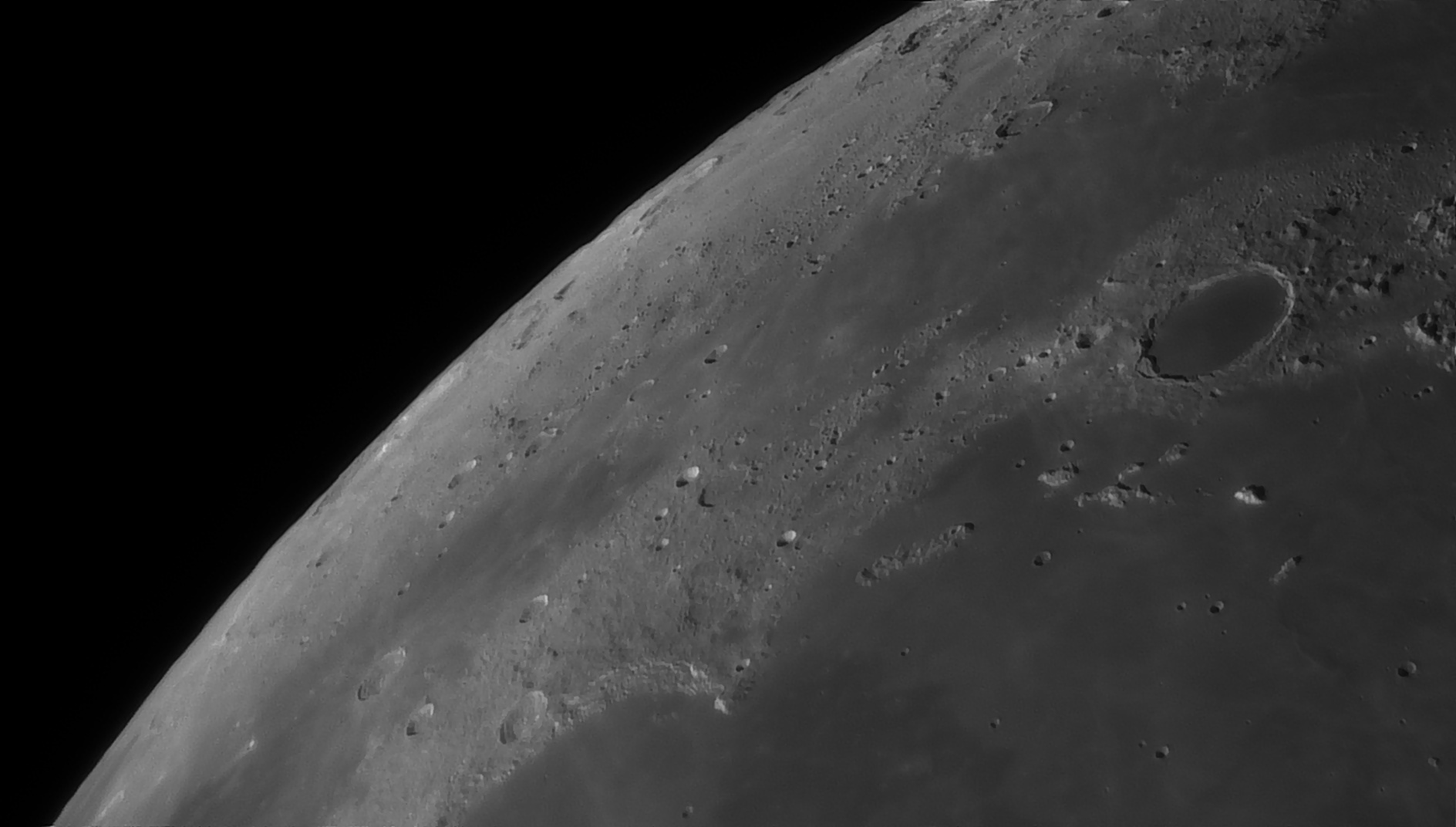 5e5194ea46f0e_Moon_055138_160120_ZWOASI290MM_Rouge_23A_AS_P35_lapl6_ap759_AI_Deconvolution_5--.jpg.6217f63c62573d906362d526ed154f53.jpg