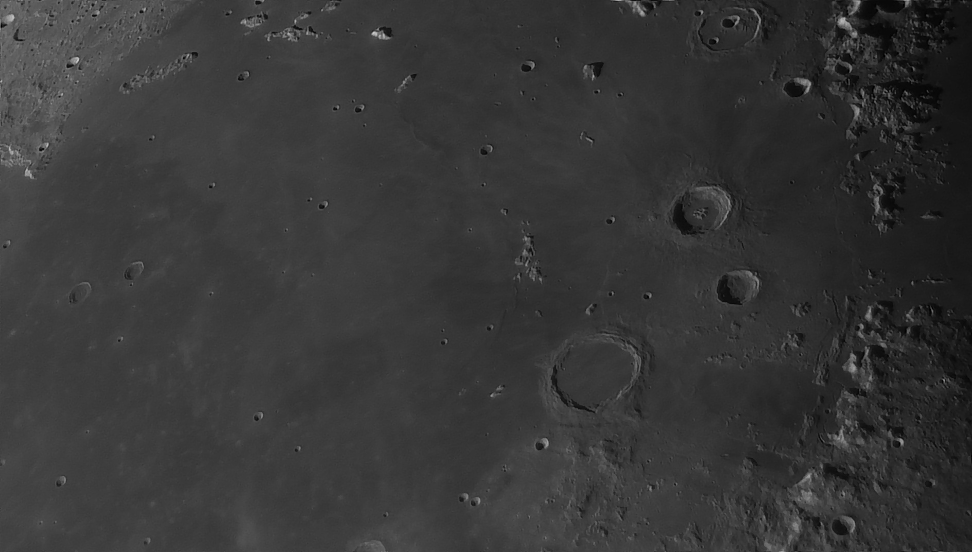 5e5195140bbcf_Moon_055047_160120_ZWOASI290MM_Rouge_23A_AS_P35_lapl6_ap1067_AI_Deconvolution_7--.jpg.13c202307d5bd90476cc1f86432402be.jpg