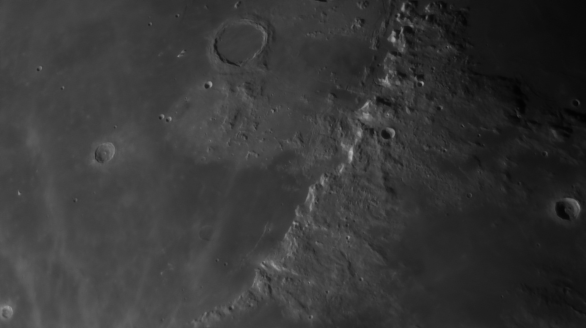 5e519553835fa_Moon_054904_160120_ZWOASI290MM_Rouge_23A_AS_P35_lapl6_ap1080_AI_Deconvolution_10--.jpg.beb0fabe37bd70806b97f3b29e501ea9.jpg