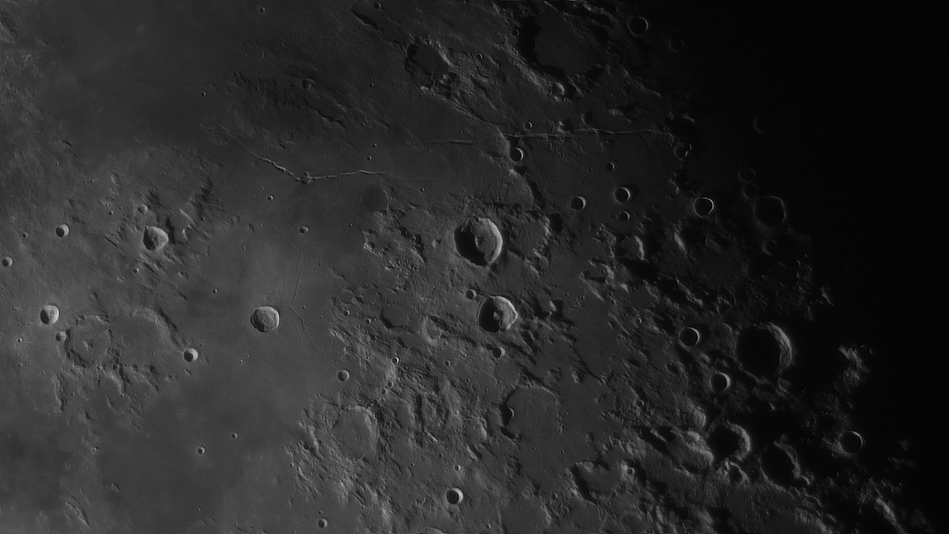 5e5195880dca6_Moon_054816_160120_ZWOASI290MM_Rouge_23A_AS_P35_lapl6_ap820_AI_Deconvolution_12--.jpg.feb69d638aebcc0a5eec3d74575fdc00.jpg